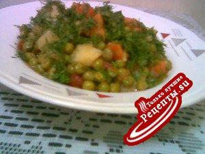 Зеленый горошек,тушеный с овощами.