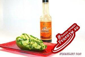 Зеленый салат с соусом «Ворчестер».